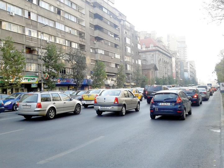masini in trafic Bucuresti, cel mai poluat oras al Romaniei
