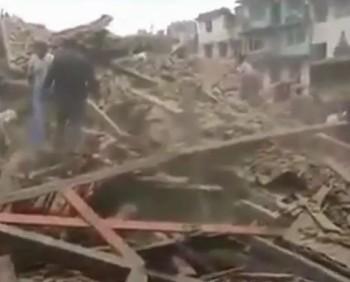 nepa 350x282 Bilant dezastruos in Nepal: peste 3.600 de morti, dupa cutremurul de sambata!