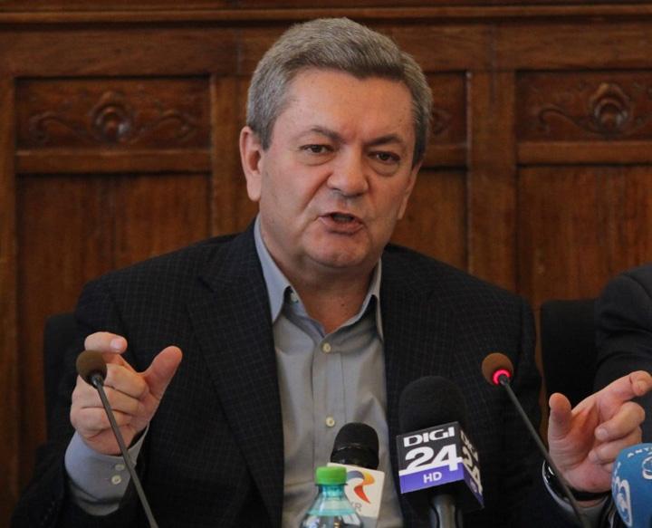 rus Parlamentarii il dau pe Rus pe mana Corinei Cretu
