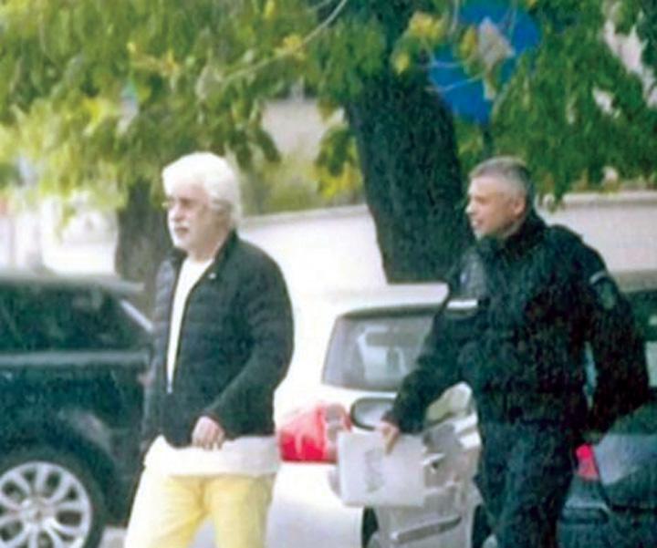 sarbu 465x390 Sarbu executa arestul pe strada, la plimbare