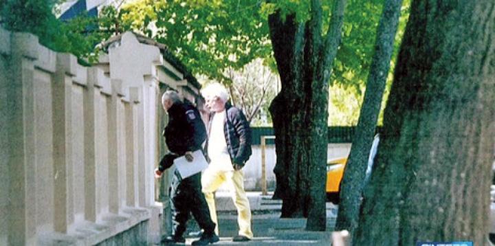 sarbu 55726200 Sarbu executa arestul pe strada, la plimbare