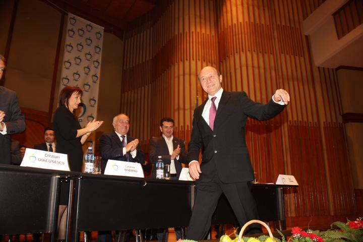traian basescu21 Basescu da concert in opozitie
