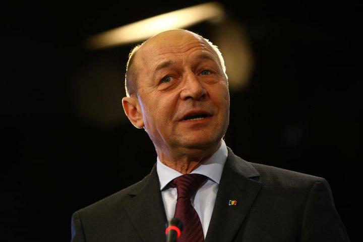 traian basescu Buldogul Blaga isi baga coada in strategia lui Basescu