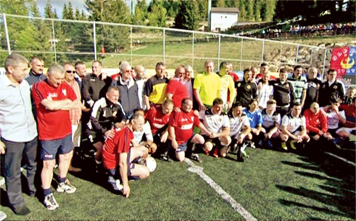 12 Steaua 86 joaca pentru Kasandra Rotariu