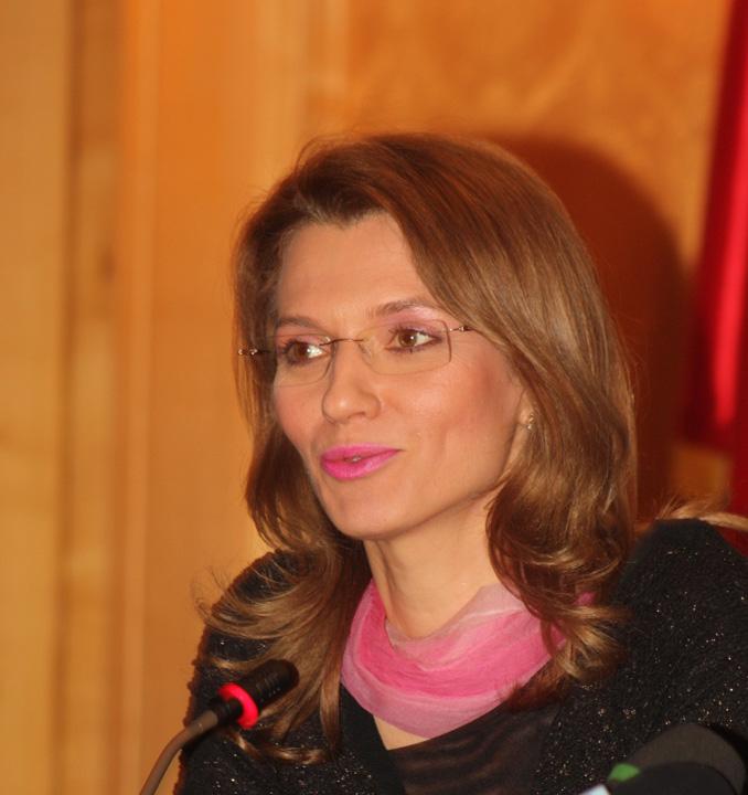 Alina Gorghiu Alina Gorghiu, premierul din umbra lui Catalin Predoiu