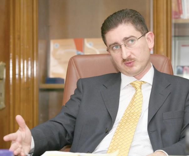 Bogdan Chiritoiu la birou1 603x500 Pretul carburantilor de pe piata autohtona, in atentia CC