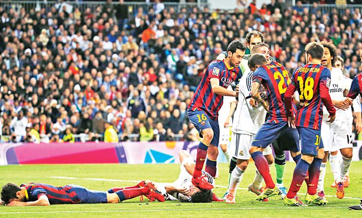 Busquets pisa a Pepe Spania pune stop fotbalului!