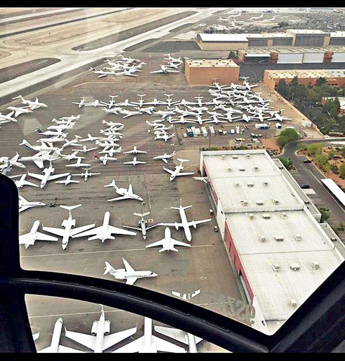 CECfTTQVIAA3UCI VIP urile au blocat aeroportul din Las Vegas
