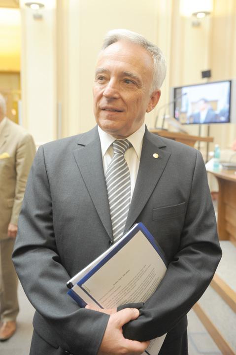 MUGUR ISARESCU Isarescu: majorarea salariului minim pune presiune pe leu