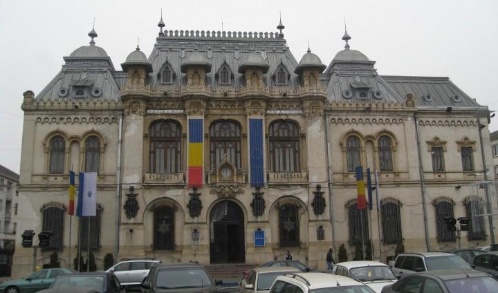 Primaria Craiova 2 720x424 Fost viceprimar al Craiovei, trimis in judecata pentru fapte de coruptie