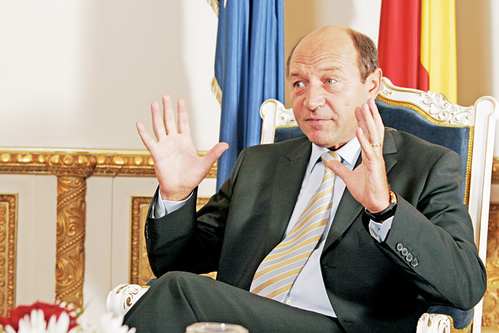 TRAIAN BASESCU FANE 11 Telegrama de peste Ocean: Liber la Basescu!