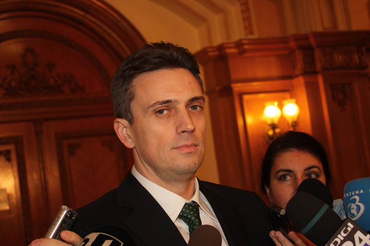 catalin ivan Premierul, acuzat ca i vinde pe social democrati la bucata