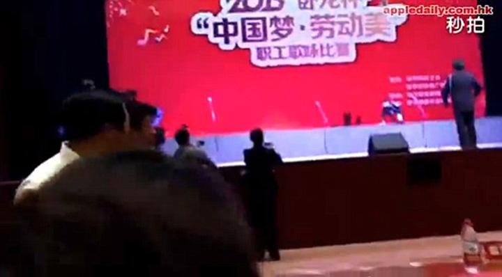 cor3 O scena s a prabusit cu 80 de coristi in provincia Guizhou