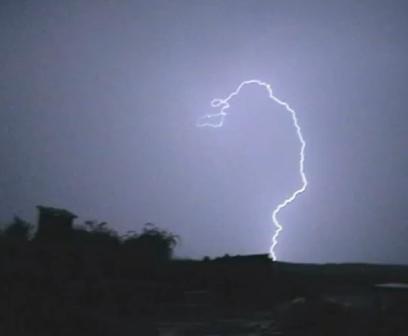 furtuna Ziua de vineri sta sub semnul unui COD GALBEN de ploi insemnate si vijelii