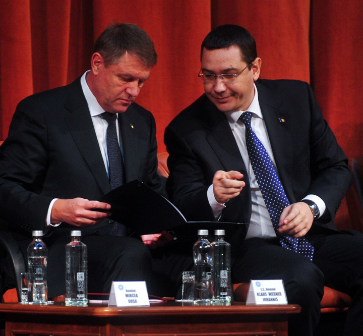 ponta iohannis Basescu divulga ritualul dintre Palate: Ponta il tamaiaza pe Iohannis