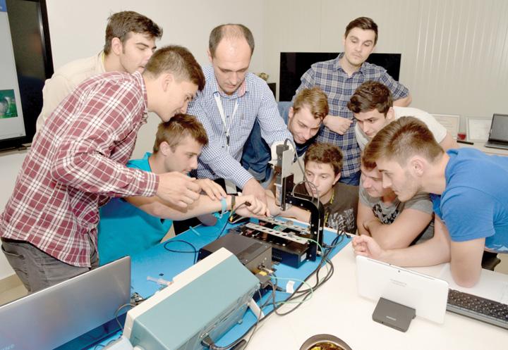 tineri ucenicie electronica Bani de salarii pentru patroni