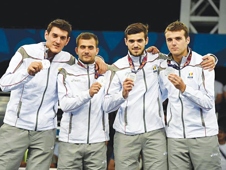 BAIETI Echipa de aur a Romaniei la spada va aduce medaliile la Busteni