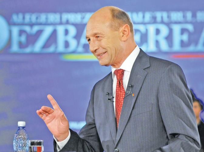 TRAIAN BASESCU FANE 285 672x500 Sfaturile lui Basescu pentru Grindeanu: ar trebui facute pana maine dimineata