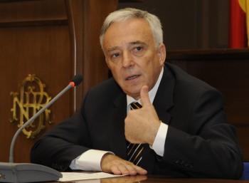 MUGUR ISARESCU FANE 75 350x257 Isarescu, la Parlament cu explicatii despre inflatie
