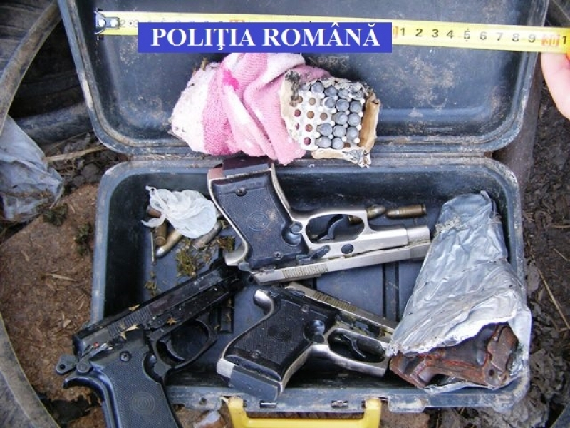 Mai multe arme, dar si munitie, gasite in urma unei actiuni ...