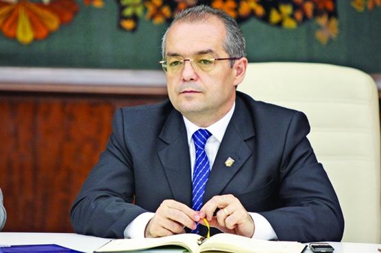 EMIL BOC FANE 26 Boc a dat ochii cu membrii comisiei parlamentare