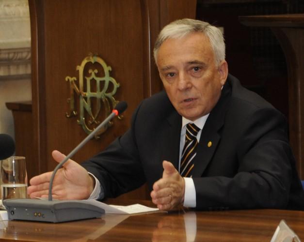 MUGUR ISARESCU FANE 99 627x500 Isarescu si conducerea BNR, la Parlament