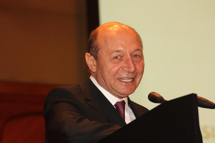 traian basescu2 Motiune de cenzura. Basescu: drumul pe care trebuie sa l luati, dragi majoritari, este in opozitie!