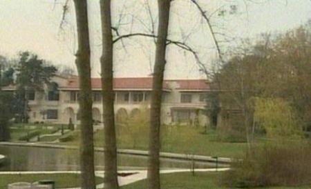 vila protocol Carmen Iohannis, pe urmele Elenei Ceausescu. A taiat copacii de la vila din Neptun ca sa scape de tantari!