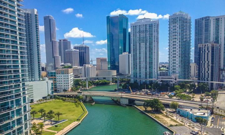 """miami 11 Ponta, plimbat de """"mafia gunoaielor"""" la Miami!"""
