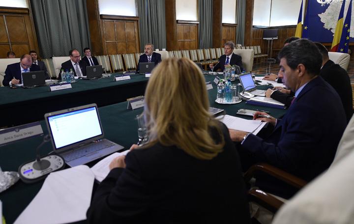 sed guv ciolos 3 Guvernul taie tichetele de masa si anuleaza plata orelor suplimentare