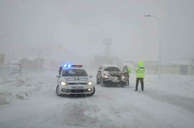 12472676 837840632993839 6117597612502970398 n politie iarna zapada Ninsorile au revenit deja in peisaj in unele zone, la fel si vantul puternic