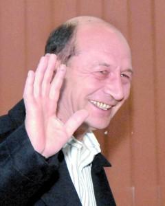 TRAIAN BASESCU FANE 10 240x300 Reactia lui Basescu nu s a lasat asteptata: sa anuleze mandatul meu, ca mai candidez o data!