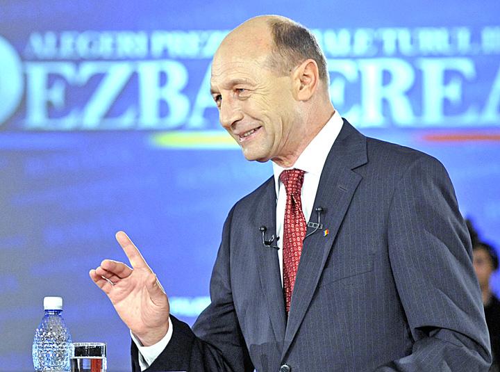 TRAIAN BASESCU FANE 2851 Provocarea lui Basescu pentru Gorghiu si Dragnea: va invit la o dezbatere in trei