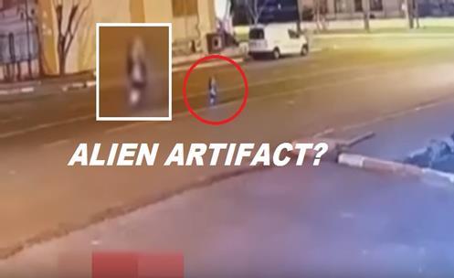 alien Vizita extraterestra? Creatura ciudata, filmata noaptea, circuland pe o strada din Diyarbakir!