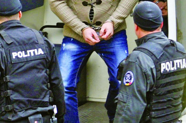 arestati 1 10.000 de lei la judecatoare si scapi de arest