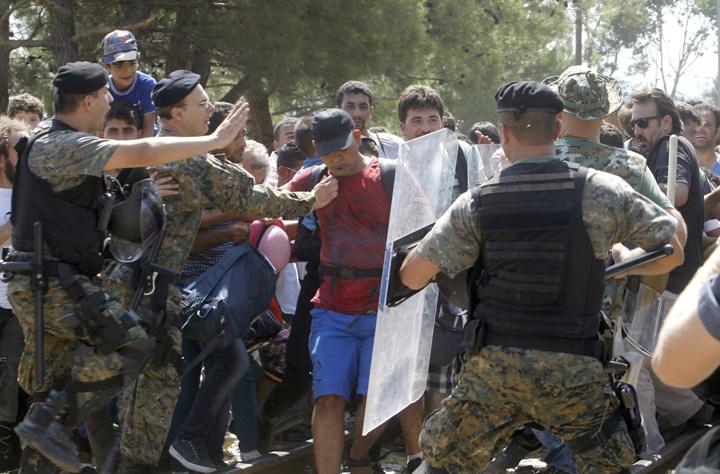 armata macedo Culoarul pentru refugiati se muta in Romania!