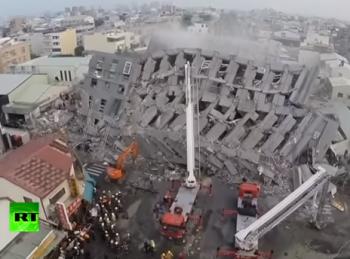 cutrem 350x259 Tanar salvat de sub daramaturi, dupa ore intregi de cautari/Bilantul cutremurului din Taiwan: 20 morti