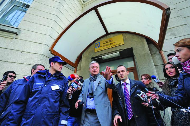 mircea sandu la dna Procurorii DIICOT bat la usa lui Mircea Sandu