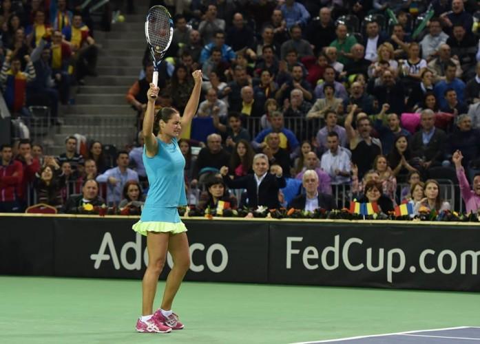 monica 697x500 Simona Halep a pierdut primul meci la Fed Cup   Cluj