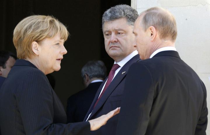 putin merkel porosenko Merkel ii cere lui Putin sa faca presiuni asupra separatistilor din Ucraina