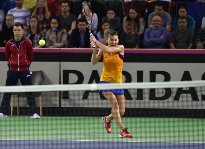 simona 686x500 Simona Halep a pierdut primul meci la Fed Cup   Cluj