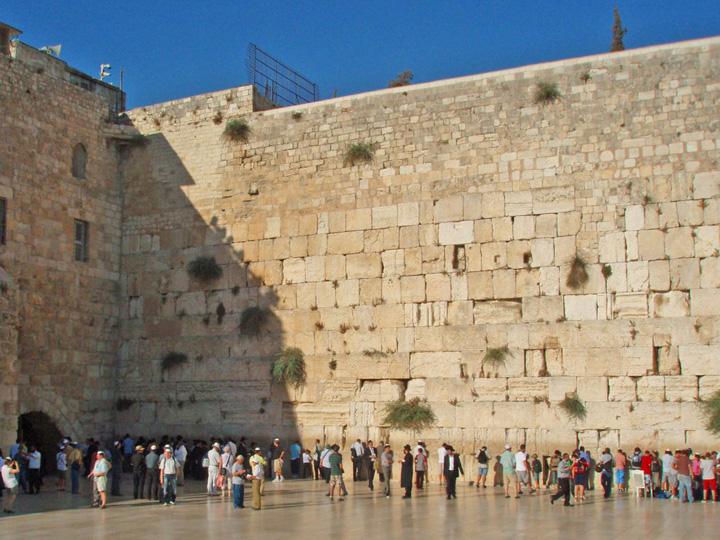 zidul plangerii din ierusalim Ce biletel va extrage Iohannis de la Zidul Plangerii?