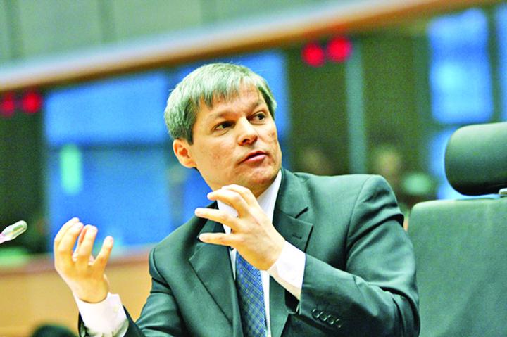 """dacian ciolos 61 Ciolos nu mai arunca bani in """"pubela"""" TVR"""