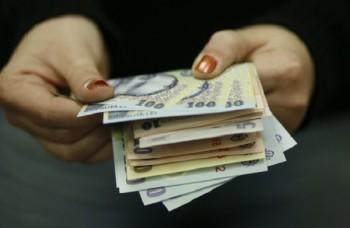 salariu 350x228 Doar unii bugetari primesc salariile inainte de Pasti (LISTA)