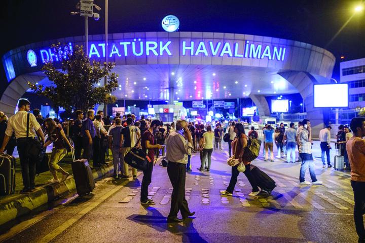 ataturk Fotbalistii fug din Turcia