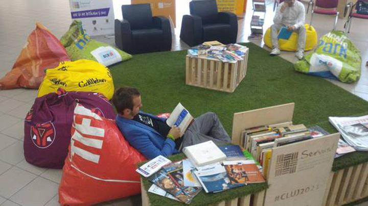 bibliotecas o Biblioteca in aeroport, la Cluj