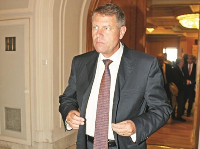 iohani 669x500 Klaus Iohannis, din nou pe partie. Discutii despre guvernanti si protestatari, pe schiuri