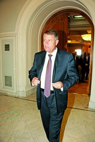 klaus iohannis2 334x500 Ce subliniaza Iohannis in cazul DGIPI, dupa decizia Senatului: Asa ceva nu se poate! Punct!