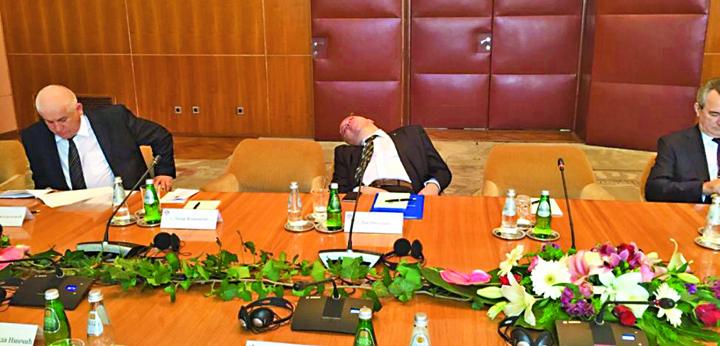 somnu Razboiul diplomatilor de cariera cu Iohannis