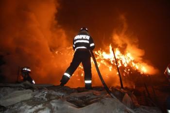 incendiu 350x232 Salvator la 6 ani: Si a scos fratiorii din casa inghitita de flacari